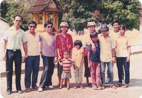 นางขันทะลี พันทะวง นางสังขารเมืองหลวงพระบางปี 1994 พุทธศักราช 2537 วัยเด็ก