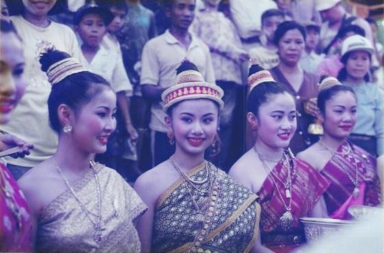 นางขันทะลี พันทะวง นางสังขารเมืองหลวงพระบางปี 1994 พ.ศ.2537 และรองนางงามมาไหว้พระธาตุ