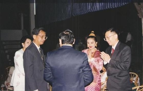 ดร.วีระพงษ์ รามางกูร  อาจารย์ลดาวัลย์ รามางกูร เจ้าเมืองหลวงพระบาง ร่วมแสดงความยินดี