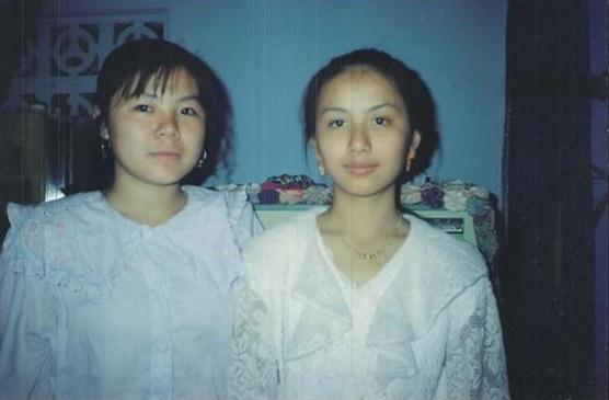 นางขันธรี ไวทยกุล และเพื่อน ที่บ้านคีลี เมืองหลวงพระบาง