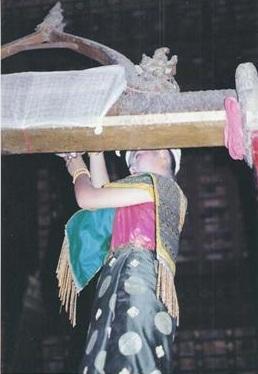 นางสงกรานต์เมืองหลวงพระบางนางขันทะลี พันทะวง ปี 1994 พุทธศักราช 2537 สงฆ์น้ำพระวัดเซียงทอง